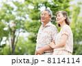 シニアの夫婦(新緑) 8114114