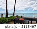ワイキキビーチとベンチ 8116497