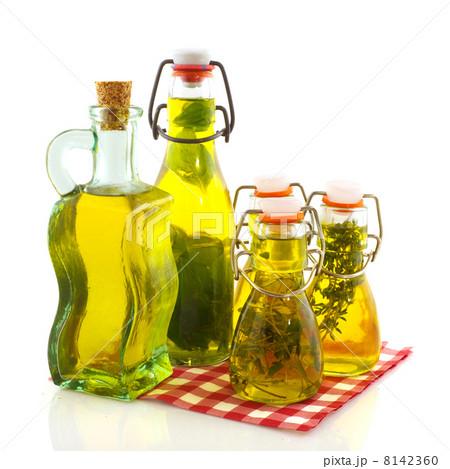 Olive oil verious herbsの写真素材 [8142360] - PIXTA