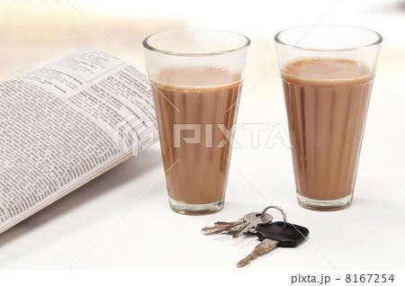 Glasses of chai with car keys and newspaperの写真素材 [8167254] - PIXTA