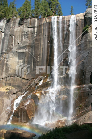 ヨセミテ国立公園のバーナル滝 8167978