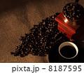 コーヒーとミルと豆 8187595