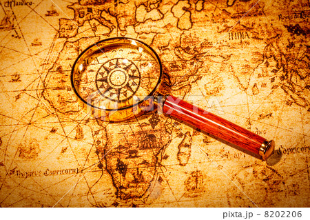 Vintage magnifying glass lies on an ancient world mapの写真素材 [8202206] - PIXTA