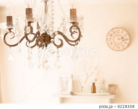 シャンデリアのあるお部屋の写真素材 [8228308] - PIXTA