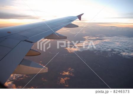 飛行機から見下ろす雲海 8246373