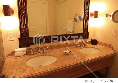 高級ホテルの洗面台 8272981