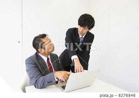 働くビジネスマン 8276846