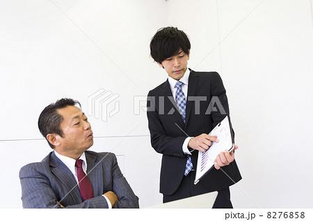 働くビジネスマン 8276858