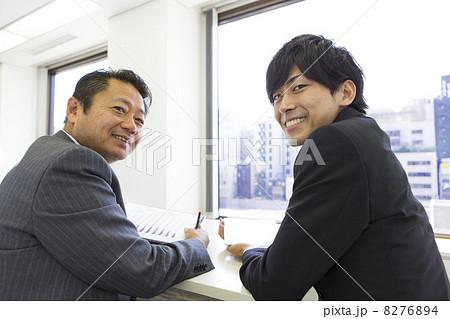 働くビジネスマン 8276894