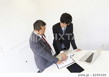働くビジネスマン 8294300