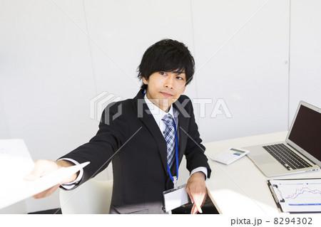 働くビジネスマン 8294302