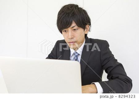 働くビジネスマン 8294323