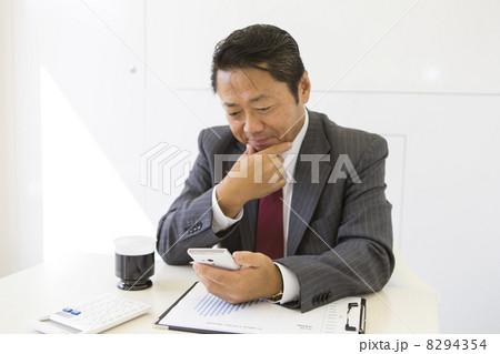 働くビジネスマン 8294354