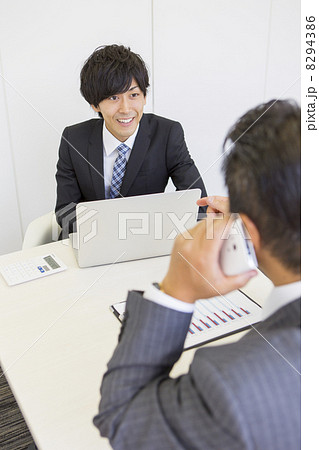 働くビジネスマン 8294386