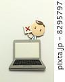 医者 パソコン 人物の写真 8295797