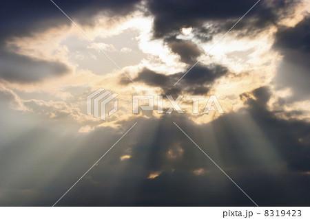 後光の射す空 8319423