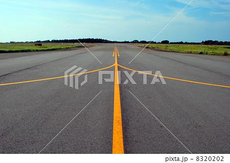 大島空港誘導路 8320202