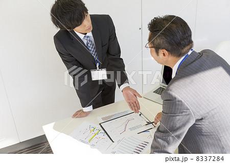 働くビジネスマン 8337284