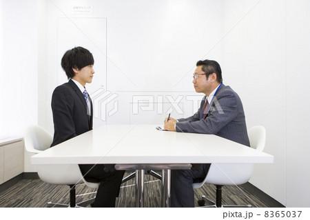 働くビジネスマン 8365037