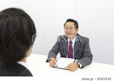 働くビジネスマン 8365048