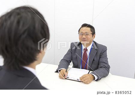 働くビジネスマン 8365052