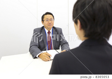 働くビジネスマン 8365053