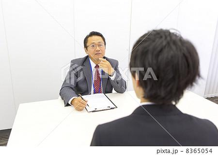 働くビジネスマン 8365054