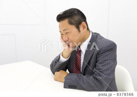 働くビジネスマン 8378566