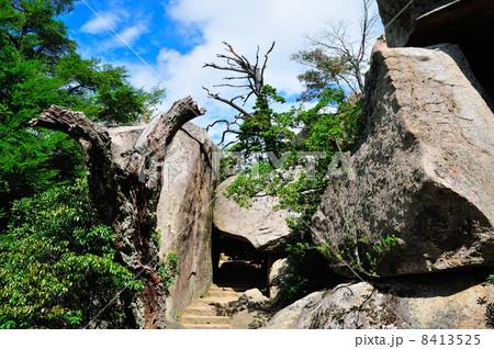 弥山のくぐり岩 8413525
