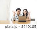 OKサイン ノートパソコン 夫婦の写真 8440185