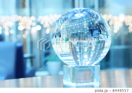 Glass sphere on support with reflection of skyscraper in it.の写真素材 [8449557] - PIXTA