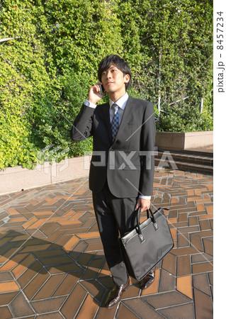 働くビジネスマン 8457234
