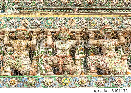 ワット・アルン寺院のハヌマーンとヤック像(タイ、バンコク) 8461135