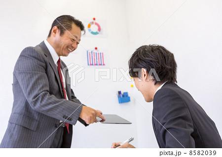 働くビジネスマン 8582039