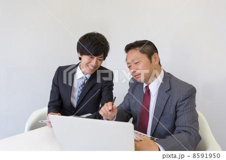 働くビジネスマン 8591950