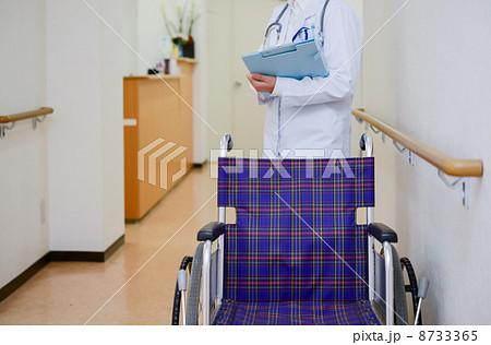 車椅子と医者 8733365