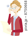 おばあさん 老眼 シニアのイラスト 8750668