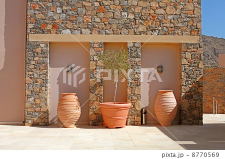 stone wall with tree terracotta pots (Greece)の写真素材 [8770569] - PIXTA