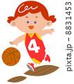 バスケットボールをする少女 8831453