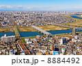 江戸川に架かる橋と都市風景 8884492