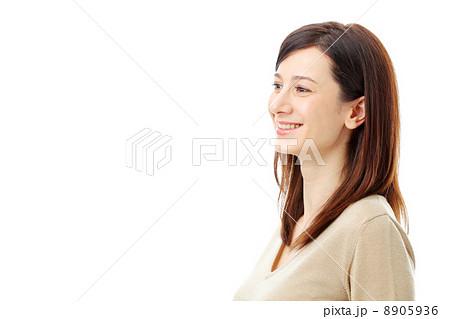 横顔の白人女性 8905936