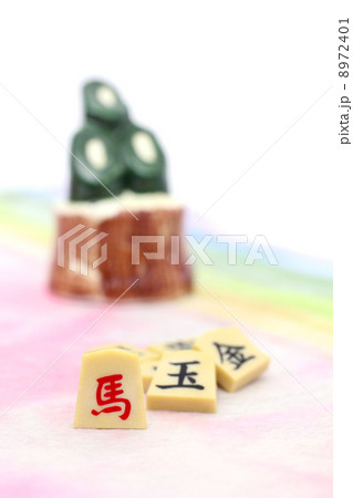 午 将棋の駒と門松 8972401