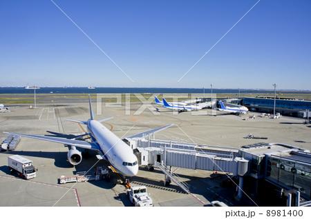 羽田空港と飛行機 8981400