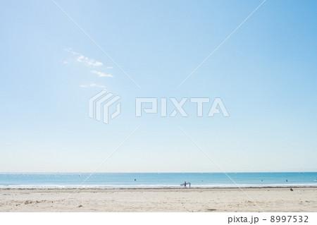 由比ガ浜から眺める海 8997532