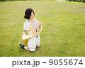 ホルン奏者イメージ(演奏、吹く、芝生) 9055674