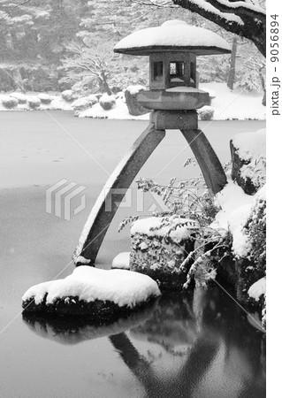 兼六園の灯篭の写真素材 [9056894] - PIXTA
