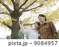 夫婦 カップル 紅葉の写真 9084957