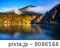 奥多摩湖 湖畔 紅葉の写真 9086588