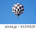 青空と熱気球 9154426