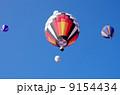 青空と熱気球 9154434